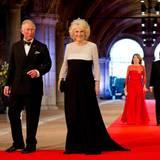 Aus England sind Prinz Charles und Herzogin Camilla angereist.