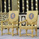 Auf diesen Stühlen werden König Willem-Alexander und Königin Máxima später Platz nehmen.