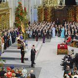 In der prachtvoll geschmückten Kirche verliest König Willem-Alexander seine Antrittsrede als neuer König der Niederlande.
