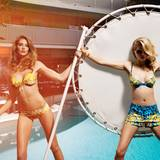 Maggi: gelb-weiß gemusterter Bikini mit trägerlosem Oberteil, von La Perla, Sonnenbrille von Tod's. Jill: Bikini-Oberteil und passende Shorts von Versace. Goldene Armspange von Hervé Van Der Straeten, Sonnenbrille von Dsquared2