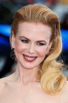 Nicole Kidman zählt dank ihrer traumhaften Roben und eleganten Beauty-Looks zu einer der Stilikonen Hollywoods. Ihre antoupierte und in den Spitzen gelockte Frisur trägt dazu bei.