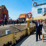 """An Bord der """"MS Friesland"""" geht es für Willem-Alexander und Máxima übers Wasser erst nach Stavoren und dann nach Enkhuizen, das als Ausflugshafen im Ijsselmeer (Eisselmeer) viele maritime Fans kennen."""