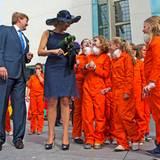 In Heerlen im Südosten Limburgs gibt es ein Ständchen von Schülern, eine Stippvisite beim Kulturfestival und dessen bekannten, schwebenden Figuren. Zu Ehren der Königin lässt man sogar eine argentinische Comicfigur einfliegen.