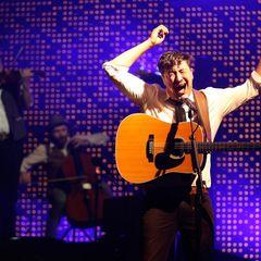 """Die Band """"Mumford & Sons"""" konnte trotz der Hirnoperation ihres Bassisten Ted Dwane Anfang Juni beim Festival in Glastonbury auftreten."""