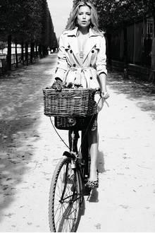 Wie eine romantische Stadttour muten die Bilder der Werbekampagne an. Sylvie selbst bezeichnet Paris als eine Quelle der Inspiration.