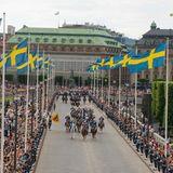 Viele schwedische Nationalflaggen wurden zu Ehren der beiden gehisst.