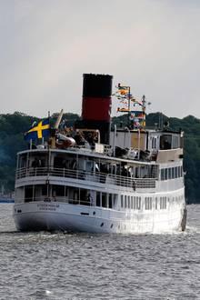 Nach der Trauung schippert die Hochzeitsgesellschaft durch Stockholm.