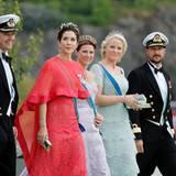 Prinz Frederik, Prinzessin Mary, Prinzessin Märtha Louise, Prinzessin Mette-Marit und Prinz Haakon auf dem Weg zum Schiff