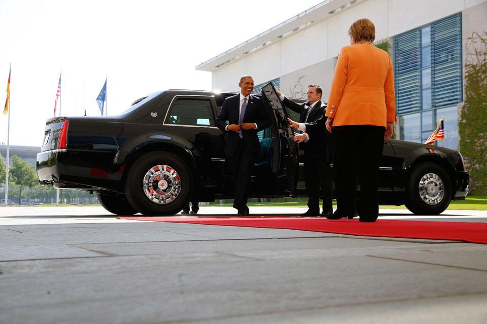 Nach dem Treffen mit Joachim Gauck wird Präsident Obama von Bundeskanzlerin Angela Merkel im Bundeskanzleramt empfangen.