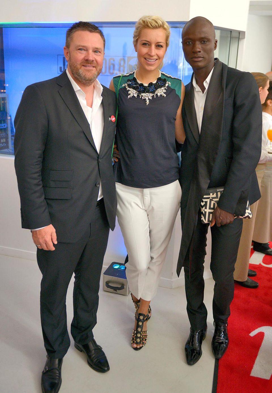 GALA-Chefredakteur Christian Krug mit Verena Kerth und Topmodel Papis Loveday