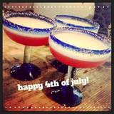 Hilary Duff hat für sich und ihre Freundinnen die farblich passenden Cocktails kreiert.