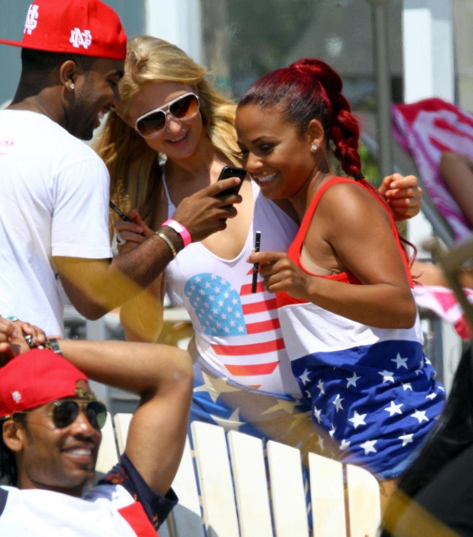 Paris Hilton und Christina Milian lassen es sich in Malibu gutgehen.
