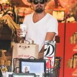 Leonardo DiCaprio macht in Malibu noch schnell ein paar Besorgungen.