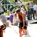 Beyoncé geht zur Feier des Tages mit Töchterchen Blue Ivy auf einen Spielplatz.