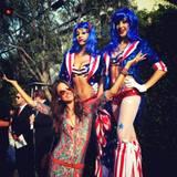 Auch Model Alessandra Ambrosio ist in Feierlaune.