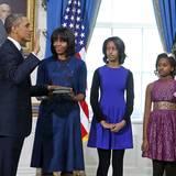 Während Mama Michelle gerne auf große Designernamen setzt, trägt Malia Obama bei der Amtseinführung ihres Vaters ein zweifarbiges Kleid der Modekette H&M.