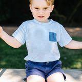 Wie ein Profi posiert der kleine Prinz George auf der Schaukel. Prinz William und Herzogin Catherine dürfen stolz sein auf ihren zauberhaften Sprössling.