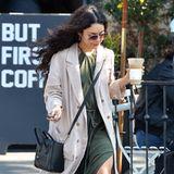 Nicht nur Vanessa Hudgens' Lockenpracht weht schön im Wind, auch ihr luftiges, olivgrünes Kleid macht Eindruck. Das ist nur nur ein toller Übergangslook in den Sommer, sondern auch erschwinglich: Vanessa hat es für umgerechnet ca. 53 Euro bei H&M geshoppt.