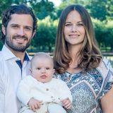 Zur Ankündigung der Taufe des jüngsten Schweden-Sprosses veröffentlicht das Königshaus ein neues Foto der kleinen Familie. Dabeo fällt auf: Mama Sofia trägt auf dem Familienbild ein echtes Schnäppchen. Das bunt gemusterte Kleid der Prinzessin stammt von dem dänischen Label .OBJECT und ist schon für 49,95 Euro zu haben.