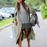 Dass ein toller Look nicht zwingend teuer sein muss beweist Kourtney Kardashian mit diesem Outfit. Den XXL-Trenchcoat hat sie bei Asos geshoppt.