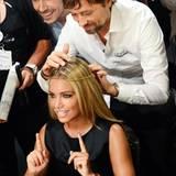 Sylvie van der Vaart lässt sich vom Loréal Head Of Hair André Märtens und Make-up-Artist Boris Entrup stylen.