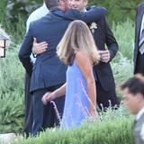 """Damon und Kimmel sind gute Freunde seitdem der Moderator 2006 einen Running-Gag in seine Talkshow einbaute, indem er jede Sendung mit dem Satz beendete """"Entschuldigung, Matt Damon, wir haben keine Zeit mehr"""". Angeblich hatte die Redaktion der Sendung jahrelang vergeblich versucht, Damon in die Show einzuladen."""