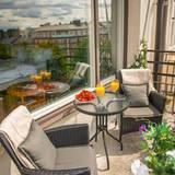 Für eine Übernachtung im Doppelzimmer unter den Augen von Agnetha, Anni-Frid, Benny und Björn oder mit Blick über Stockholm zahlt man ab 180 Euro.