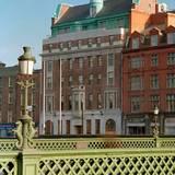 Nachdem sie es 1992 erworben hatten, ließen die Musiker das Hotel umbauen und eröffneten es 1996 wieder.