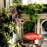 """Berühmte Hotelbesitzer: Doch nicht nur in Südamerika lädt Francis Ford Coppola zum Ferienmachen ein. Mit """"Palazzo Margherita"""" hat er auch im süditalienischen Bernalda ein Luxushotel eröffnet, ab 1000 Euro pro Suite für zwei Nächte."""