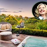 """Berühmte Hotelbesitzer: Im Jahr 2005 hat Olivia Newton-John mit drei Geschäftspartnern das """" """" im australischen New South Wales eröffnet."""