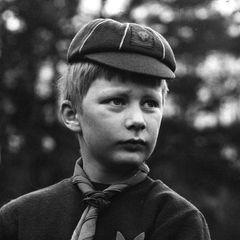 1969   Der als ernsthaft und eher schüchtern geltende Prinz war als Neunjähriger Mitglied bei den Pfadfindern.
