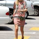 In einem lässigen Tunikakleid spaziert Kate Bosworth durch die kalifornische Hitze.