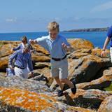 Doch lange können die kleinen Königskinder nicht stillhalten und toben zwischen den Felsen herum.