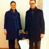 """2012: """"Gemeinsam werden wir das Kind schon schaukeln"""" - Kronprinzessin Viktoria und ihr Mann Daniel beim ersten öffentlichen Auftritt mit Töchterchen Estelle."""