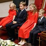 Auch die Kinder von Philippe und Mathilde sind in der Kathedrale mit dabei.