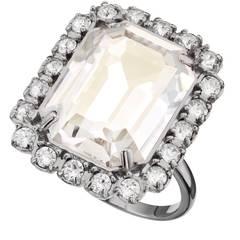 Very bling-bling: Ring aus Silber und klarem Kristall, von Swarovski, ca. 120 Euro
