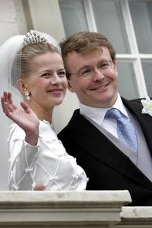 Am 24. April 2004 geben sich Prinzessin Mabel und Prinz Friso in Den Haag das Ja-Wort.