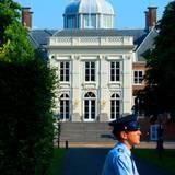 Im Juli 2013 wird Prinz Friso von London nach Schloss Huis ten Bosch in Den Haag verlegt, wo er den Sommer mit seiner Familie verbringen soll. Am 12. August 2013 verstirbt der Prinz in seiner Heimat.