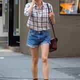 Diane Kruger spaziert darauf schwerbeschäftigt durch New York.