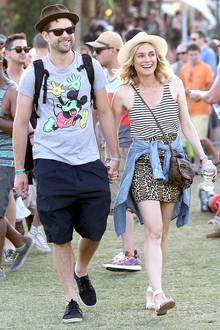 Comic-Look und Mustermix: Auch Joshua Jackson und Diane Kruger haben sich fürs Coachella-Festival ganz bequeme Outfits ausgesucht.
