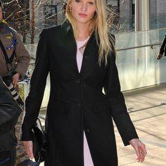Platz 10: Lara Stone, ca. 2,4 Millionen Euro  Neu-Mama Lara Stone hat es trotz ihrer Ruhepause (ihr Sohn wurde im Mai geboren) auf den zehnten Platz geschafft. Die Ehefrau von Comedian David Williams ist das Gesicht von Calvin Klein und wirbt als solches für Mode und Parfums.