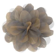 Anzeige: Als Brosche oder Haarschmuck: Diese Ansteckblüte ist ein tolles Fashion-Accessoire (ca. 13€)