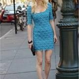 Den Sommer noch ein bißchen behalten? Ganz einfach: Mit Kleidern im schönsten Mykonosblau.