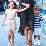 WOW! Dieses stylische Trio ist ein echter Hingucker. Model Alessandra Ambrosio feiert den achten Geburtstag ihrer Tochter Anja. Ihr Sohn Noah ist bei der Feier in Los Angeles natürlich auch dabei und es es wird ziemlich schnell klar, dass Alessandra ihr gutes Aussehen an ihre Kinder weitervererbt hat.