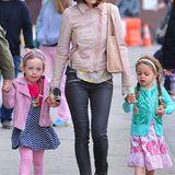 Im schicken Leder-Outfit bringt Sarah Jessica Parker ihre Zwillinge Marion und Tabitha zur Schule.