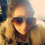 JLos Mini-Me: Kurze Zeit später postet Jennifer Lopez dann ein ähnliches Foto von Töchterchen Emme, die sich Mamas Outfit geschnappt und ein Selfie gemacht hat.