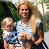 In einem Arm Töchterchen Celeste und im anderen Pudel-Hündchen Lilly, dabei noch ein entspanntes Lächeln: Michelle Hunziker sieht nicht nur total entspannt aus, sondern wieder einmal super stylisch in ihrem sexy Jeans-Overall.