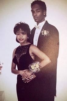 Snoop Dogg ist ein treuer Ehemann. Seit Juni 1997 ist er mit Shante Taylor verheiratet und hat zwei Söhne sowie eine Tochter. Die heißen Musikclips, die Pornoproduktion und die unzähligen Kiffer-Selfies scheinen seiner großen Liebe nichts auszumachen.