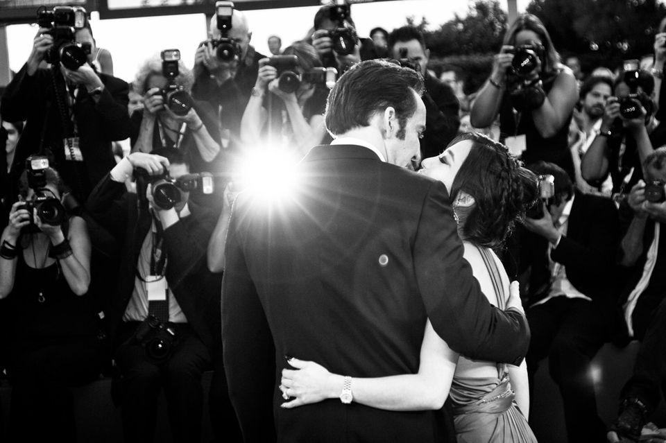 Nicolas Cage und seine Frau Alice Kim sind für die Fotografen ein schönes Motiv.