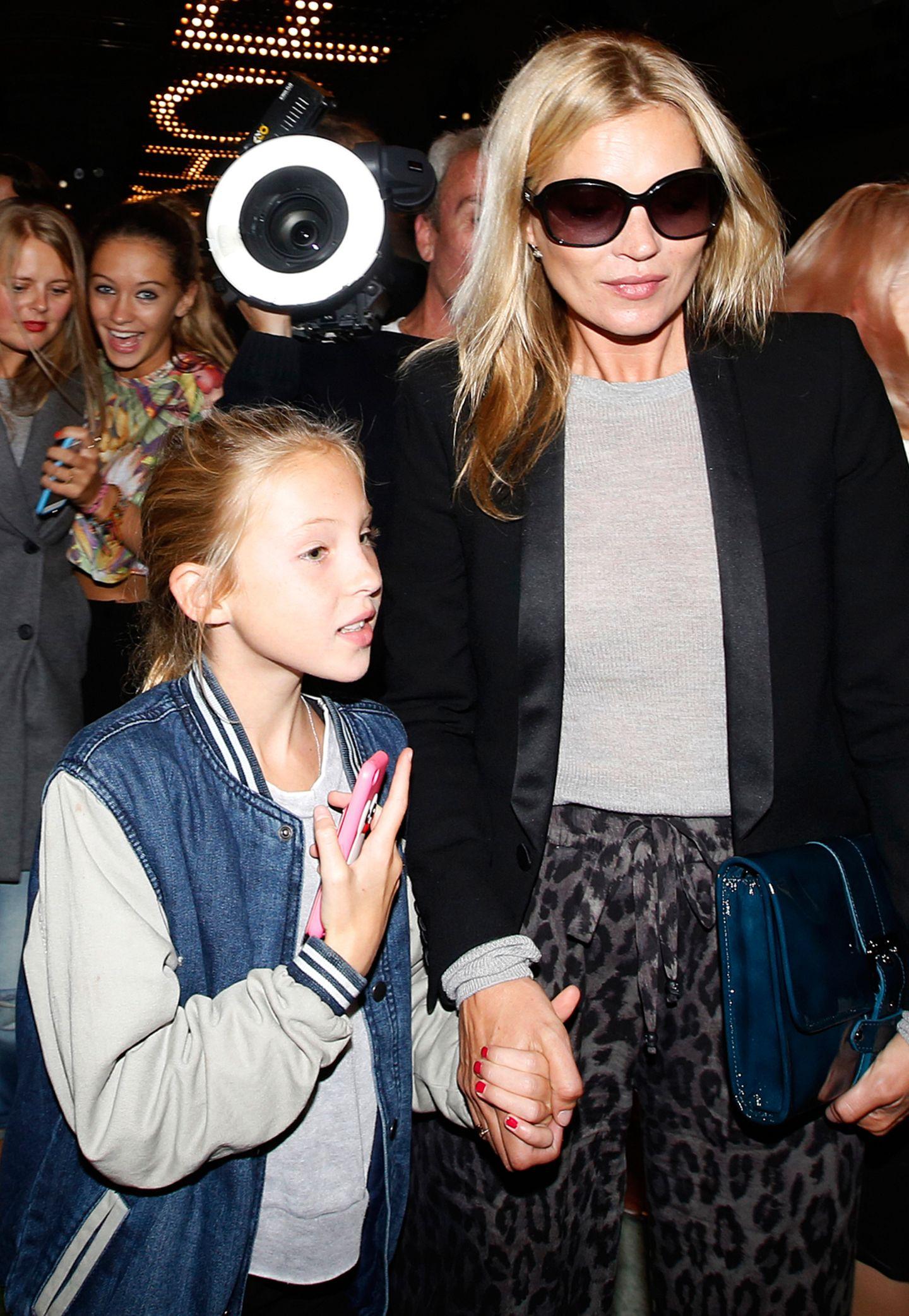 Mutter-Tochter-Tag: Kate Moss besucht mit ihrer Tochter Lila Grace die Unique-Show im Topshop Show Space